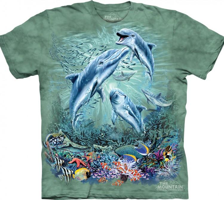 Фирма одежды с дельфином